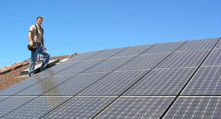 APS retreats from battle against rooftop solar